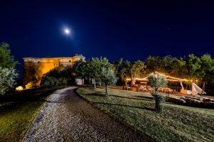 la fortezza alta di notte